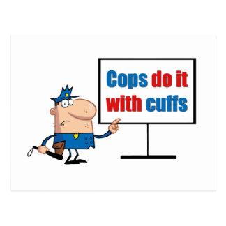 los polis lo hacen con los puños tarjeta postal