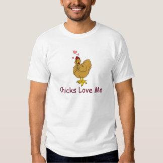 Los polluelos me aman, gallina con gesto cariñoso playera
