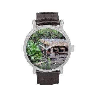 los primates en estilo del tiki monkey la choza en relojes de pulsera