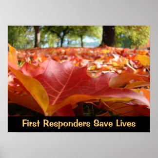 Los primeros respondedores ahorran las hojas de la póster