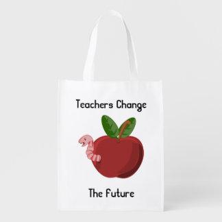 Los profesores cambian el bolso reutilizable bolsas reutilizables