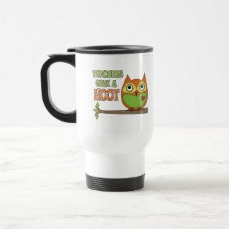 Los profesores dan un pitido taza de café
