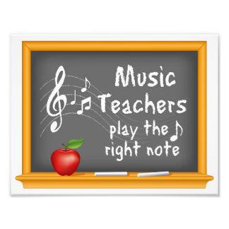 Los profesores de música juegan la nota correcta fotografías