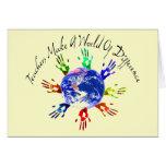 Los profesores hacen tarjetas de un mundo