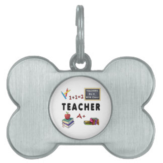 Los profesores lo hacen con la clase placa de nombre de mascota