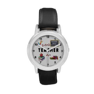 Los profesores lo hacen con la clase relojes de pulsera