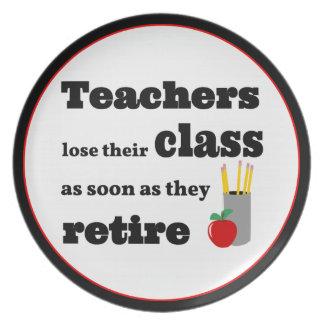 Los profesores pierden su clase en el retiro platos para fiestas