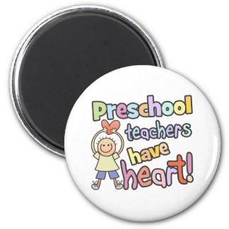 Los profesores preescolares tienen corazón imán redondo 5 cm