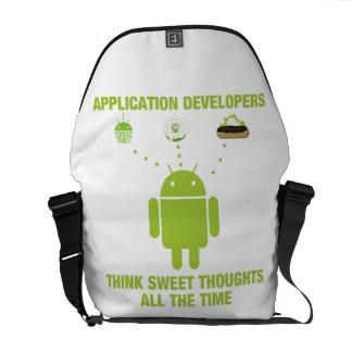 Los promotores de uso piensan pensamientos dulces bolsas de mensajería
