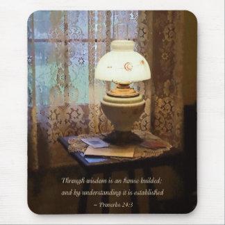 Los proverbios 24 3 con la sabiduría son una casa  mouse pads