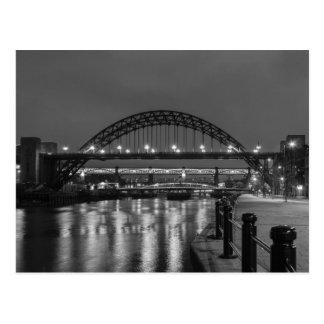 Los puentes de Tyne en la noche Postales