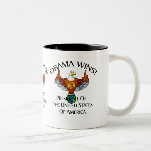 LOS PULGARES SUBEN A OBAMA TAZA DE CAFÉ