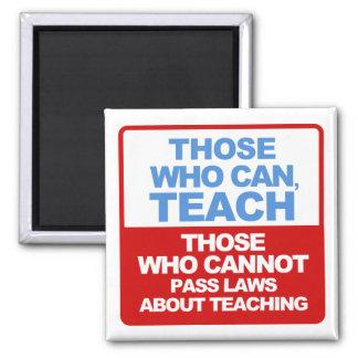 Los que pueden, enseñar, los que no pueden aprobar imán cuadrado