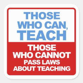 Los que pueden, enseñar, los que no pueden aprobar pegatina cuadrada