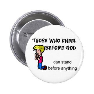 Los que se arrodillan antes de que dios pueda colo pin redondo 5 cm