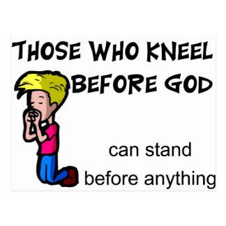 Los que se arrodillan antes de que dios pueda postales