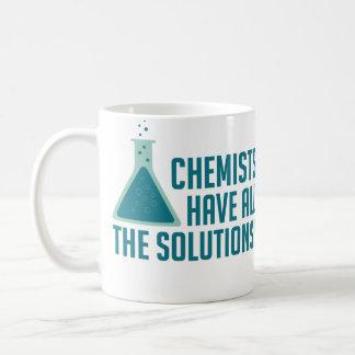 Los químicos tienen todas las soluciones taza básica blanca