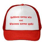 """Los """"Quitters nunca ganan"""" el gorra"""