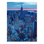 Los rascacielos de Manhattan se encienden Tarjeta Postal