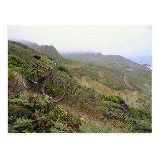 Los rastros de la bici en las rocas del mejillón postales