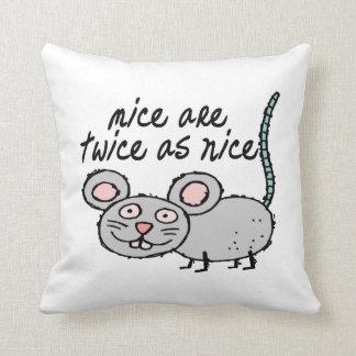 Los ratones son dos veces tan Niza Cojín