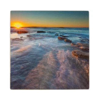 Los rayos de Sun iluminan el Océano Pacífico Posavasos De Madera