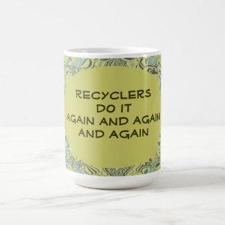 Los recicladores lo hacen otra vez tazas