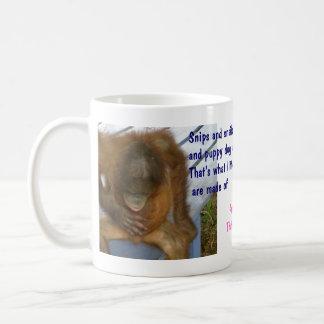 Los recortes, caracoles, perro de perrito atan el  taza básica blanca