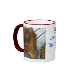 Los recortes y los caracoles y el perro de perrito taza de dos colores