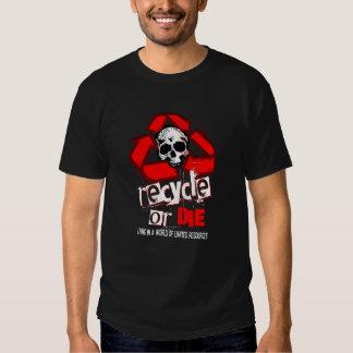 Los recursos limitados reciclan la camisa ROJA