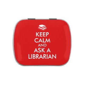 Los regalos del bibliotecario guardan calma para latas de dulces