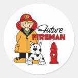 Los regalos del bombero de los niños futuros del pegatina redonda