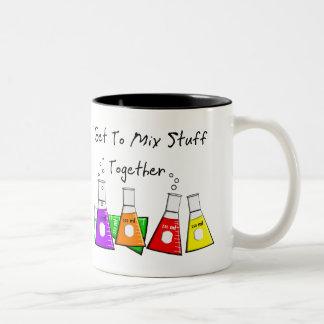 Los regalos divertidos de la materia del químico taza de café de dos colores