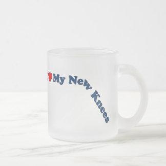Los regalos dobles del reemplazo de la rodilla el taza de café esmerilada