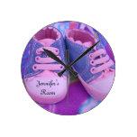 Los relojes de pared del sitio de Jennifer pican a