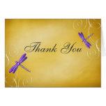 Los remolinos púrpuras de la libélula del oro le a tarjetas