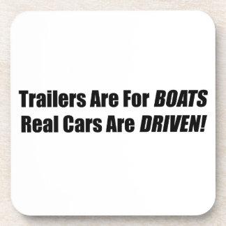 Los remolques están para los barcos que se conduce posavasos