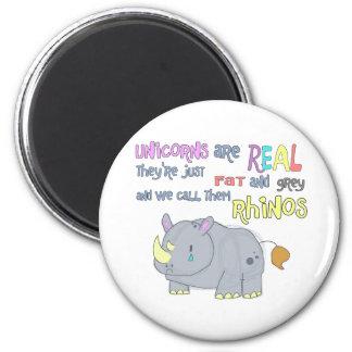los rhinos son apenas imán feo de los unicornios