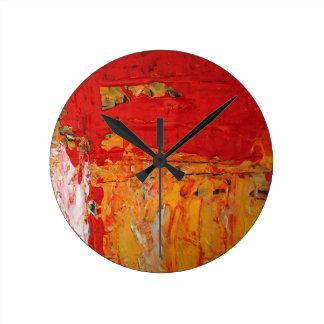 Los ricos texturizaron el extracto amarillo rojo reloj redondo mediano