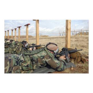 Los rifles de la vista M-4 de los soldados abajo s Impresion Fotografica
