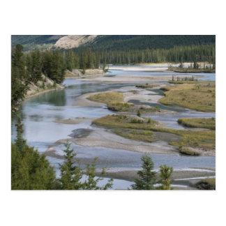 Los ríos corren a través de una sección de la tarjetas postales