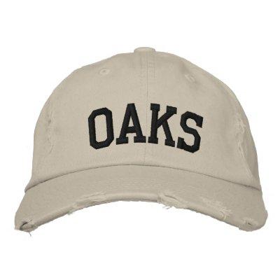 Los robles bordaron el gorra