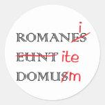 Los romanos van a casa pegatina redonda