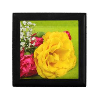 Los rosas amarillean las flores foto hermosa reg cajas de regalo