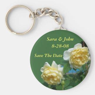 Los rosas amarillos ahorran el llavero del favor d