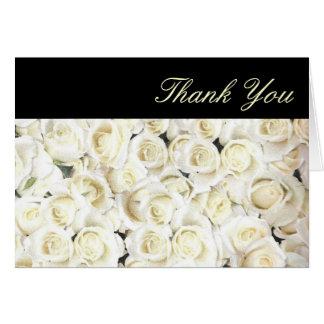 Los rosas blancos menudos le agradecen cardar tarjeta pequeña