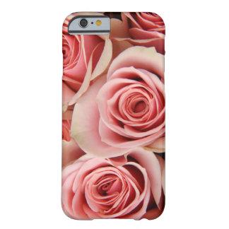 Los rosas florales, rosados, pétalos alisan como funda para iPhone 6 barely there