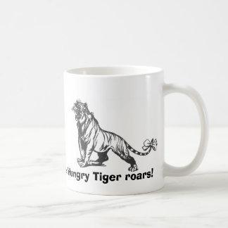 ¡Los rugidos hambrientos del tigre! Taza Básica Blanca