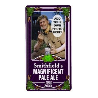 Los saltos de la cerveza modificaron púrpura de la etiqueta de envío