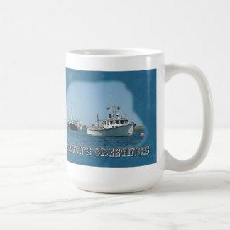 Los saludos de la estación - barcos del puerto de  taza de café